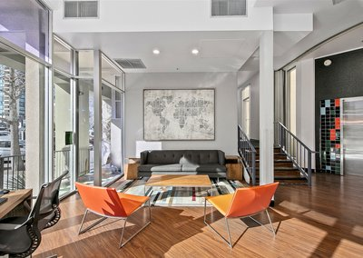 J Street Flats Lounge / Workspace